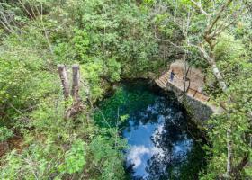 """一个看似普通的水塘,潜到30米下,发现了神奇的""""地狱之钟"""