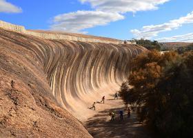 """25亿年前形成的奇怪""""海浪"""",至今屹立不倒"""
