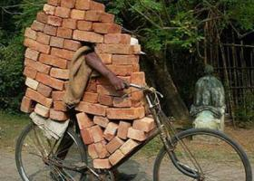 在非洲只要有辆自行车,就可以赚钱养家!